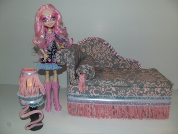 meubles pour monster high poup es chaise la main lounge lit. Black Bedroom Furniture Sets. Home Design Ideas