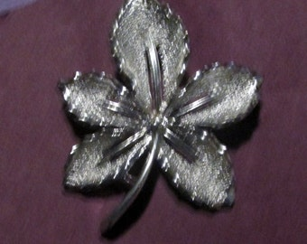 Small Sarah coventry silver leaf pin