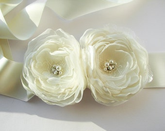 Ivory flower sash Bridal floral belt Wedding accessory Bridesmaid