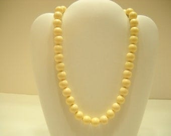 "16"" Light Cream Colored Choker Necklace (2271)"