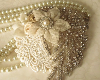 Vintage Inspired Bridal Hat. Mini Bridal Hat /  Bridal Fascinator / Harlow