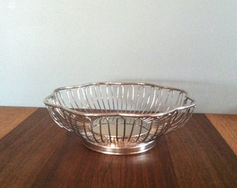 Vintage Silver Plated Scalloped Wire Fruit Bowl