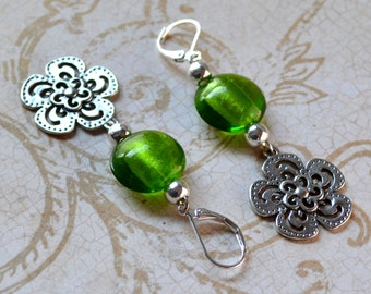 Silver Daisy Lime Green Dangle Earrings Flower Long Drop Foil Lined Lampwork Spring Lever Back Fashion Jewelry Paisley Beading Free Shipping