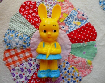 Rare Vintage KNICKERBOCKER Little Girl BUNNY RABBIT Hard Plastic Toy Rattle * Vintage Baby Toy