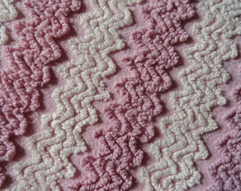 """Pink Lilac Vintage Cabin Crafts Needletuft Zigzag Chenille Bedspread Fabric piece... 12 x 24"""""""