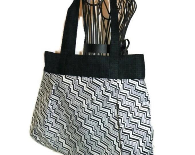 Black and Cream Chevron Sweet Pea Purse, Shoulder Bag, Medium Purse, Fabric Purse, Comfortable Purse, #4010