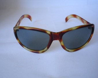 Authentic Vintage Polaroid Cool Ray Sunglasses - See our huge collection of vintage eyewear