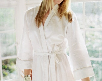 HIMALAYA. Ready to ship. 1 knee length white bridal robe or dressing gown. Wedding day robe. Honeymoon robe. White robe. Unlined. Medium.