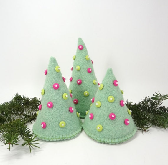 mint green christmas trees set of 3 hot pink lime green trim. Black Bedroom Furniture Sets. Home Design Ideas