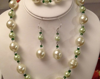 Freshwater Pearl Necklace, Bracelet  and Earrings Set