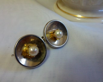 Beautiful vintage clip on gold tone and faux pearl button style earrings