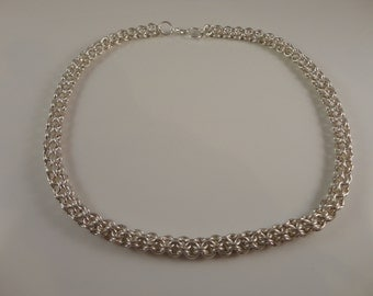 Silver-plated inverted round chainmaille necklace