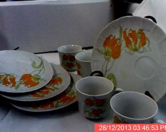 Modern Snack set-4 Teacups and Plates with teacup inserts