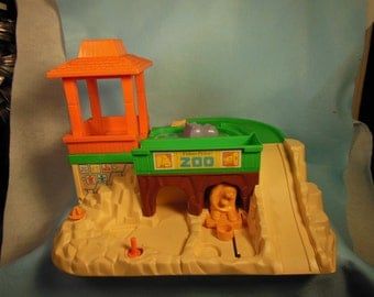 Vintage-1984--Fisher Price-Zoo-29 Piece Playset-Complete