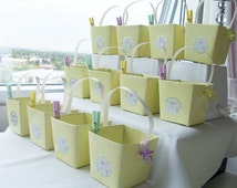 16 Yellow baby shower keepsake boxes - baby party favours - yellow baby table decorations - unisex baby shower boxes