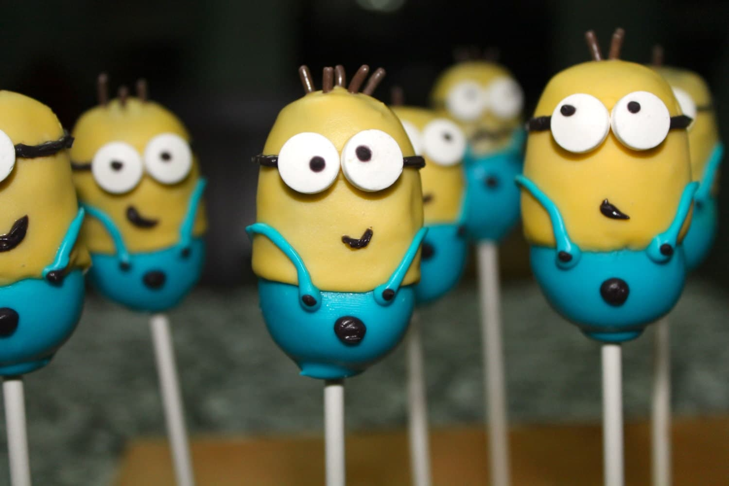 Images Of Minion Cake Pops : Despicable Me Minion Cake Pop