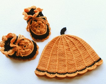 Baby crochet hat and booties, Pumpkin costume, Halloween newborn costume, 1-3 months, babyshoes, beanie, photo prop, black, orange, fall