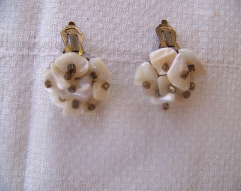 Vintage 1960's Shell and Seed Bead Clip On Earrings // JAPAN