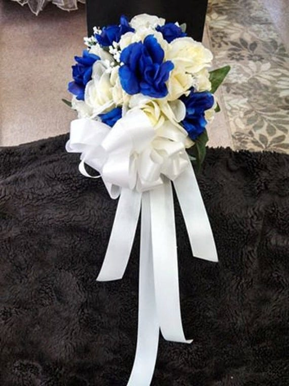how make wedding bouquets royal blue and ivory bouquet blue wedding 4874