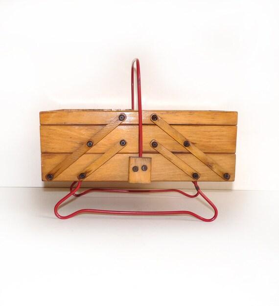 Petite travailleuse vintage en bois bo te couture for Boite travailleuse