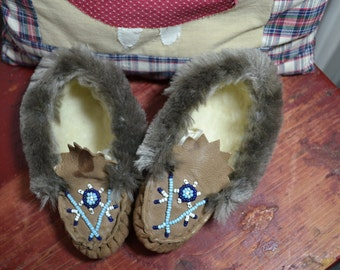 Vintage Native American Style Leather Childrens Moccasin Beaded