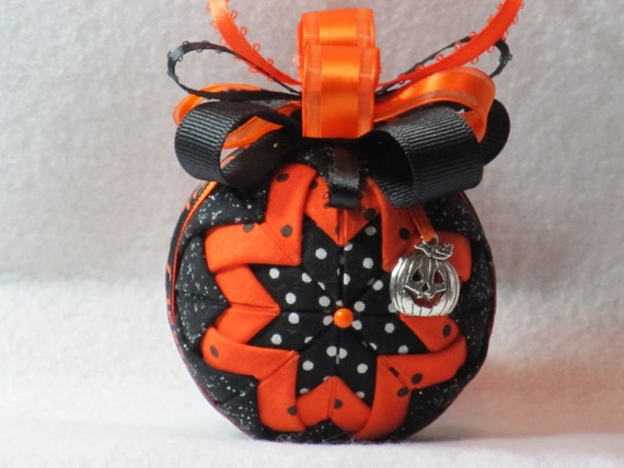 Quilted Halloween Ornament, no sew, sparkle black, orange, and black w/white polka dots fabric, black and orange bow, with pumpkin charm