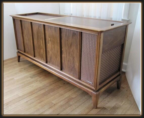 Mid Century Modern 60s Magnavox Walnut Console Cabinet Stereo