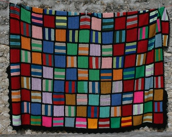 Mosaïque : Large vintage afghan blanket made with crocheted multicolored squares, black edges.  Very original and one of a kind item.