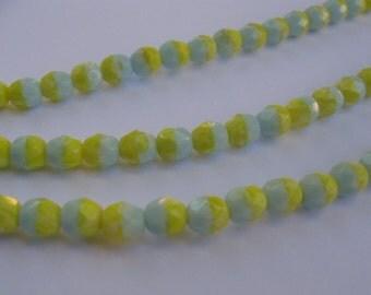 Original Gablonz GLAS-Perlen (hergestellt 1950 - 1960). Neu aufgezogen zu einer extra LANGEN Kette