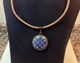 Necklace reversible with leather