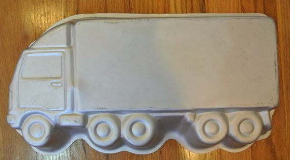 18 wheeler cake pan