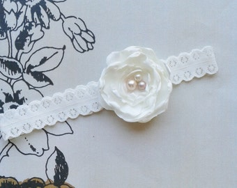 Ivory and Pearl wedding garter, Bridal garter with pearls