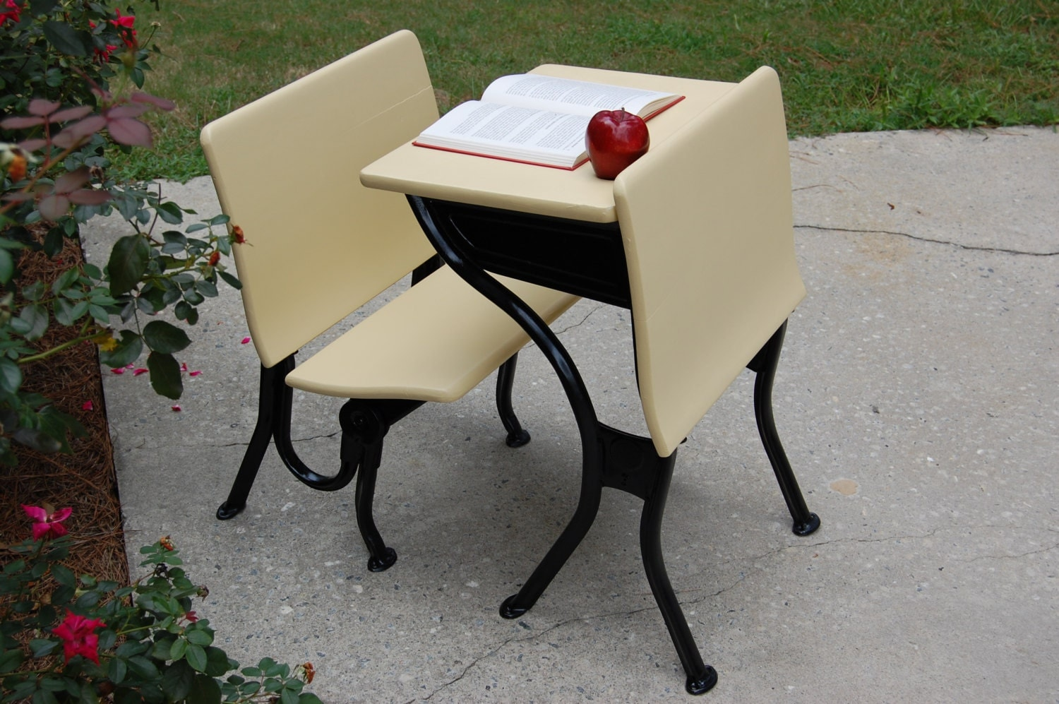 vintage school desk and chair vintage yellow paint student. Black Bedroom Furniture Sets. Home Design Ideas
