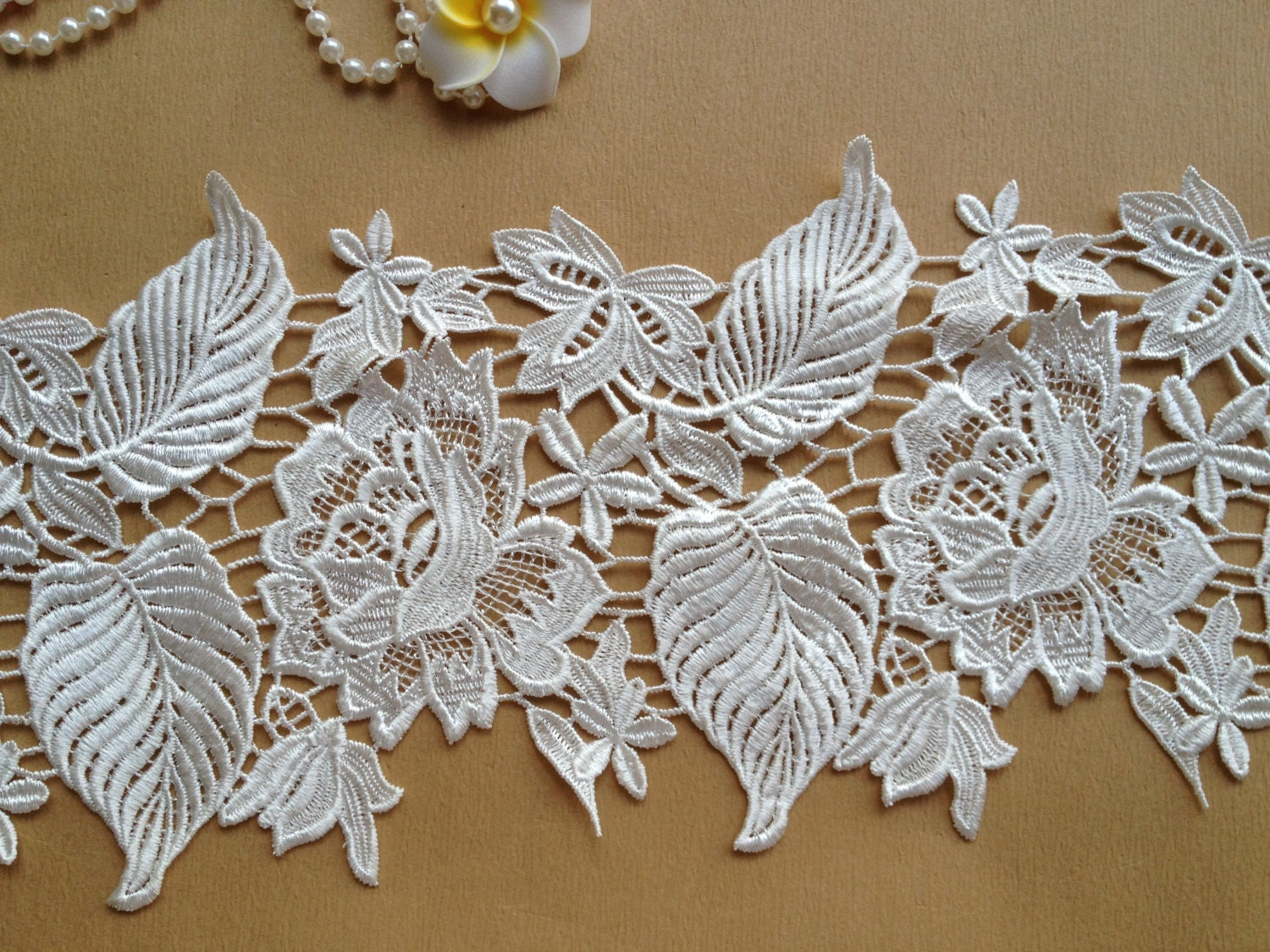 Exquisite White Lace Rose Embroidered Lace Trim Wedding Fabric