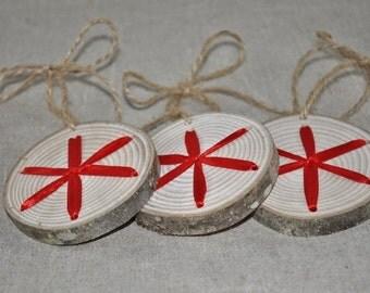 3 Rondelles en bois - flocon et ruban