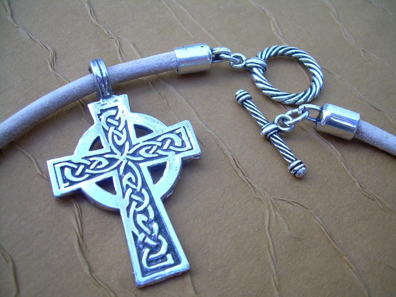 leather necklace celtic cross mens cross necklace mens. Black Bedroom Furniture Sets. Home Design Ideas