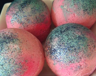 Ain't You Purdy Bath Bomb - HUGE 8 to 9 oz. Pink Grapefruit, Black Cherry, Frankincense, Bergamot, Champagne and Cream Cheese Frosting.