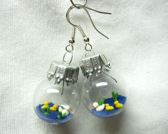Duck pond earring, glas ball with duck and ducklings