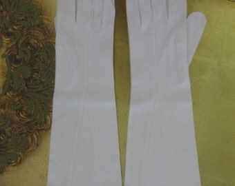1950s White Cotton Leather Tailored Gloves by Crescendo Size 6