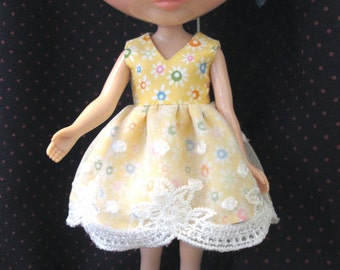 Blythe Doll Outfit color Bubble Yellow Lace Dress