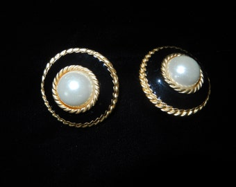 PEARL BLACK and GOLD Earrings