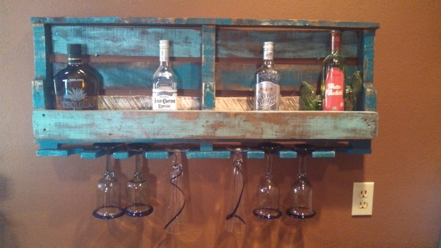 Rustic Pallet Wine Liquor Rack