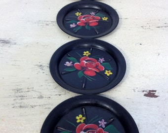 1950's Black Tin Ashtrays with Handpainted Rose and Daisies Set of 5, Vintage Tin Ashtray set, 1950's Vintage Ash Tray, 50's Hand Painted