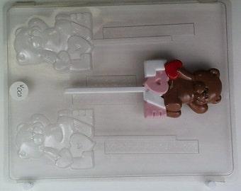 Bear sitting on 'LOVE', V003