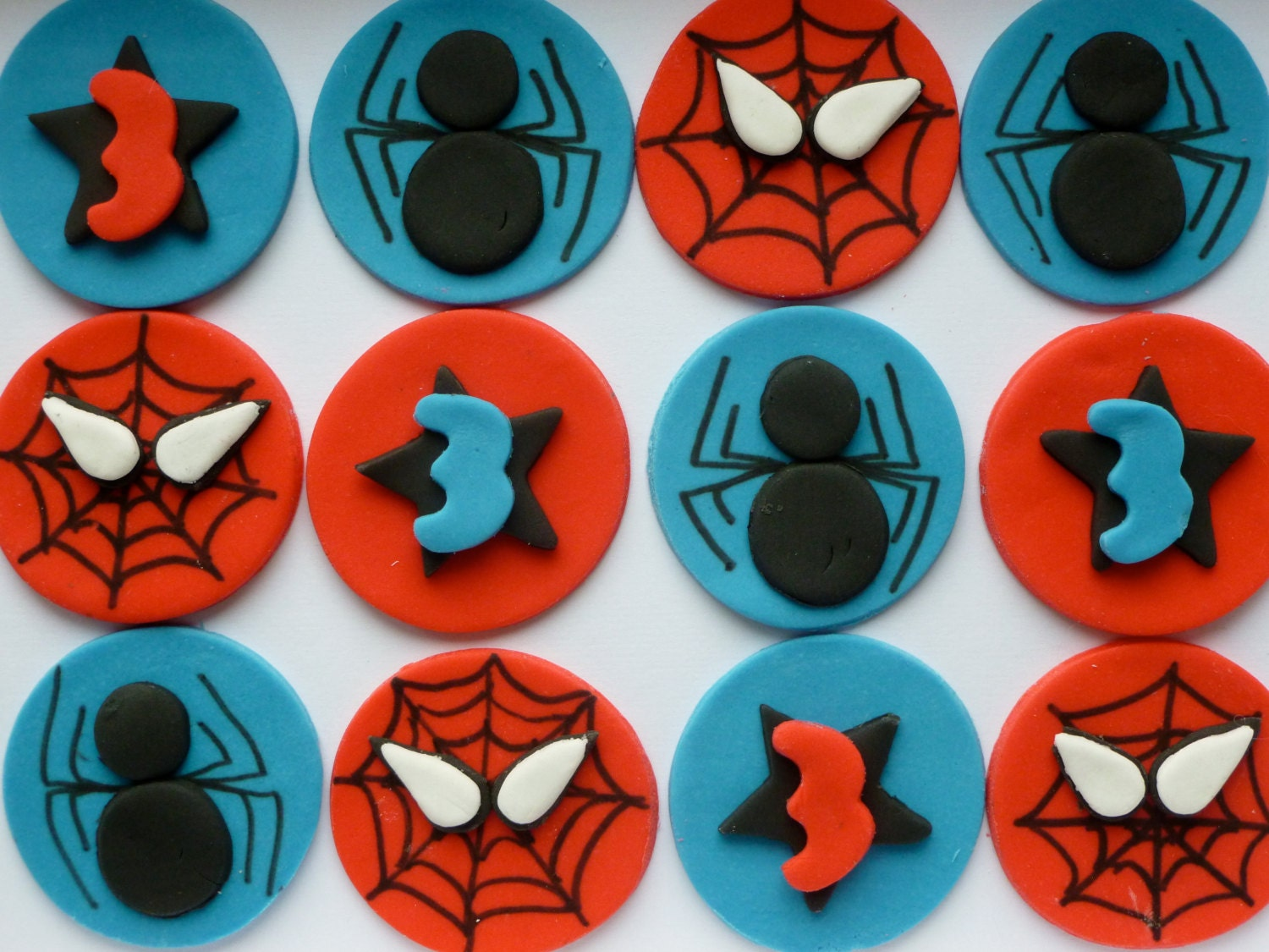 Fondant spiderman cupcake toppers - photo#4