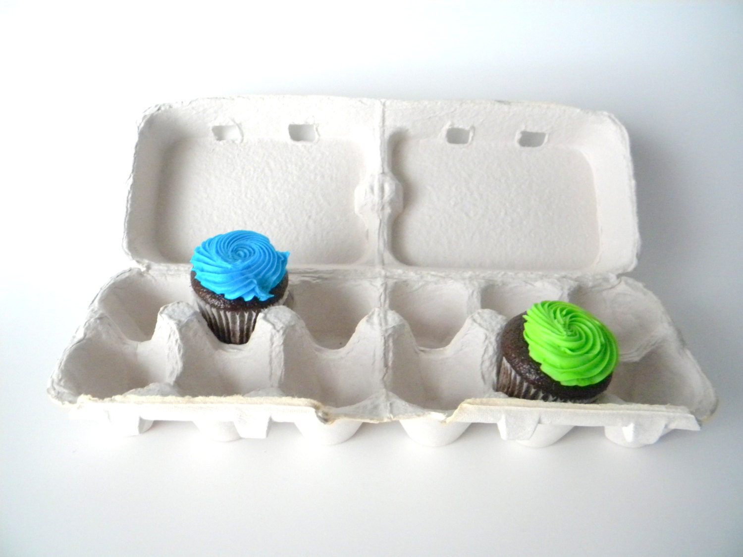 10 recycled paper pulp egg cartons light grey these split for How to recycle egg cartons