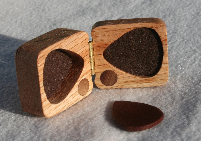 guitar gift wooden guitar pick box red oak hard wood felt. Black Bedroom Furniture Sets. Home Design Ideas