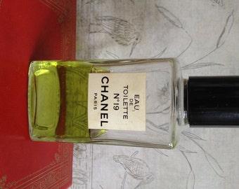 Vintage 1970s Chanel No. 19 Perfume - Eau de Toilette 246ml - 8.3 fl. oz.