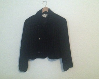 Beautiful Women's 80s houndstooth crop jacket.  Black and grey.  Fully lined. Size 12