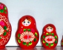 FREE SHIPPING Daisy (red, blue) matreshka traditional russian nesting doll toy curved painted hand collectible souvenir holiday birthday art